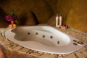Drakensberg honeymoon accommodation with romantic jacuzzi spa bath